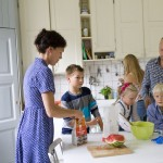 ulf+huett+nilsson-family+in+the+kitchen-1176
